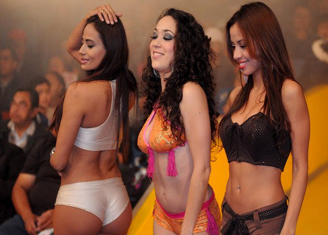 Lucha libre chicas, all part of the show