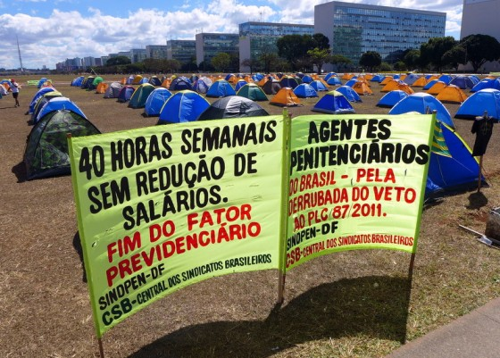 Even a tent city of protestors is organized in neat rows along the ordered <em>Esplanada dos Ministérios.</em>