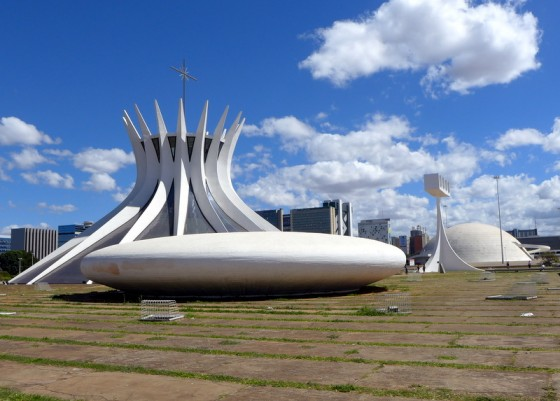 The <em>Catedral Metropolitana</em>, another Niemeyer masterpiece, is unlike any other cathedral with its uniquely curved columns and magnificent stained-glass interior. The egg-shaped chapel in front is the baptistery.